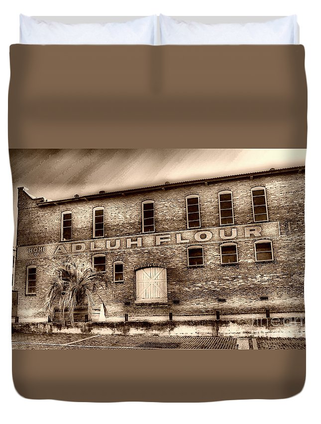 Scenic Tours Duvet Cover featuring the photograph Adluh Flour Sc by Skip Willits