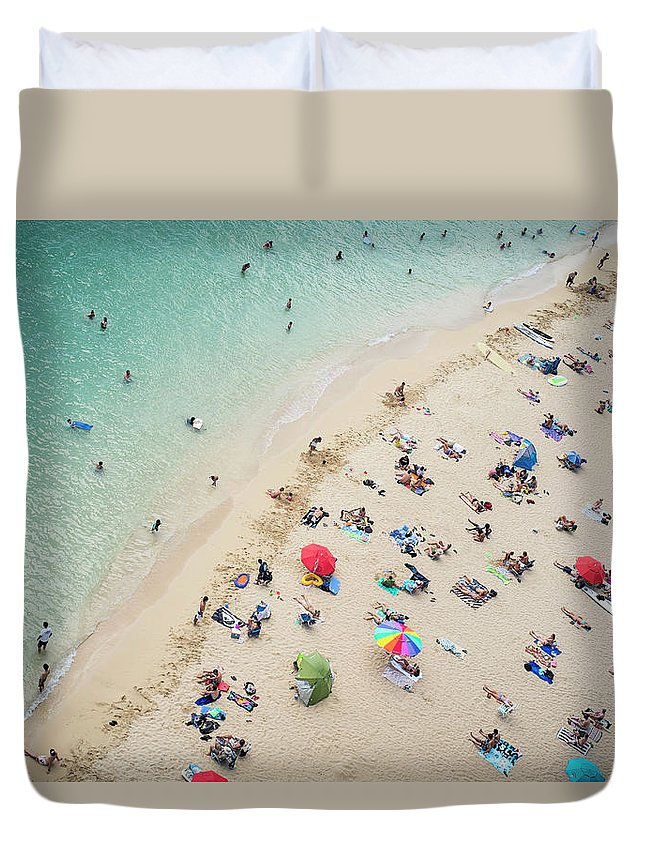 Honolulu Duvet Cover featuring the photograph Aerial View Of Tourists On Beach by Alberto Guglielmi