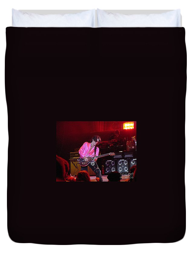Aerosmith Duvet Cover featuring the photograph Aerosmith-joe Perry-00151 by Gary Gingrich Galleries