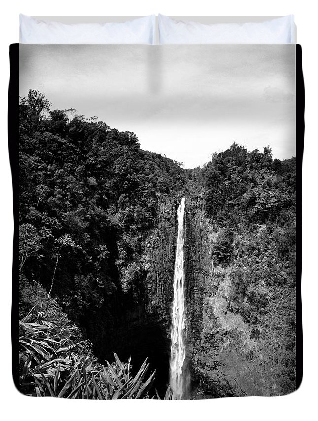 29-pfs0162 Duvet Cover featuring the photograph Akaka Falls - Bw by Greg Vaughn - Printscapes
