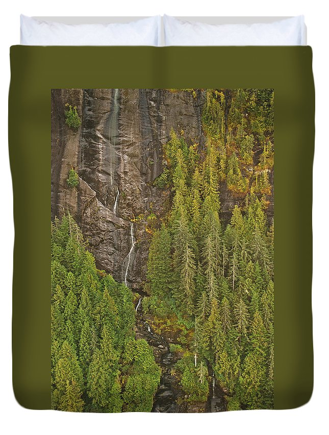 Alaska Duvet Cover featuring the photograph Alaska 8962 by Michael Peychich