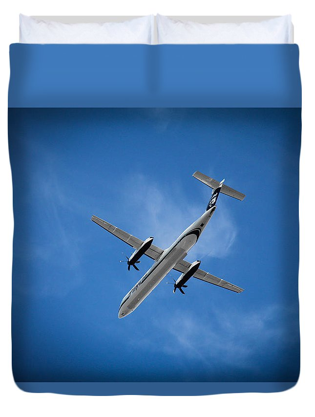 Alaska Airlines Duvet Cover featuring the photograph Alaska Airlines Turboprop by Aaron Berg