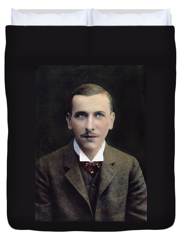 1906 Duvet Cover featuring the photograph Alfred L by Granger