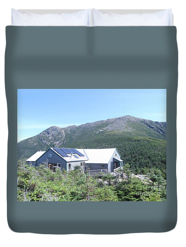 Greenleaf Hut Duvet Cover featuring the photograph Amc Greenleaf Hut by Joseph Aiello