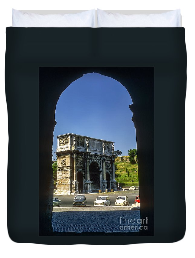 Arch Of Constantine Rome Arches Car Cars Automobile Automobiles Structure Structures Architecture City Cities Cityscape Cityscapes Italy Duvet Cover featuring the photograph Arch Of Constantine by Bob Phillips