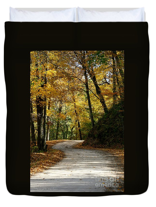 Horticulture Duvet Cover featuring the photograph Around The Bend by Susan Herber