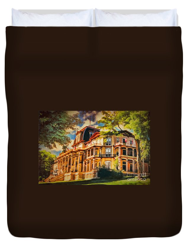 Athenaeum Duvet Cover featuring the digital art Athenaeum Hotel - Chautauqua Institute by Lianne Schneider