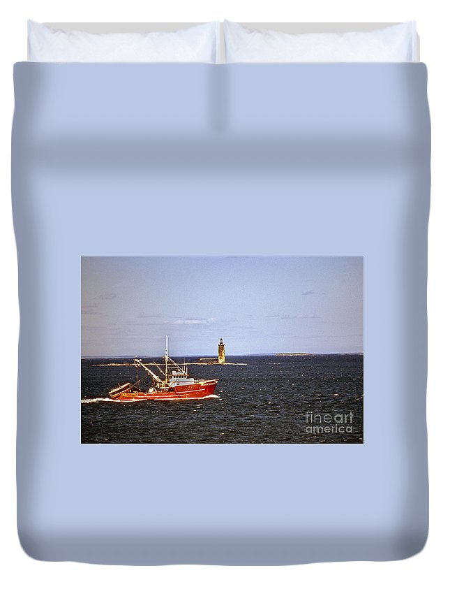 Lighthouses Duvet Cover featuring the photograph Atlantic Mariner by Skip Willits