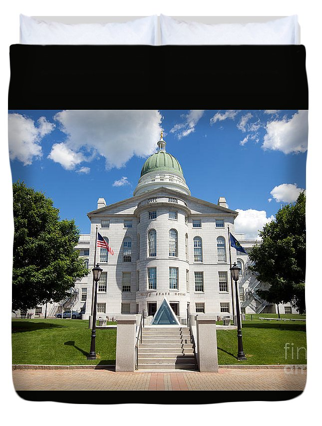 Capitol Building Duvet Cover featuring the photograph Augusta Capitol Building by Bill Cobb
