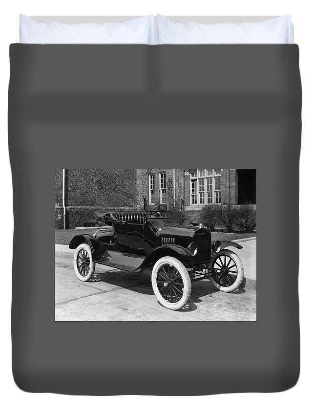 1921 Duvet Cover featuring the photograph Automobile, 1921 by Granger