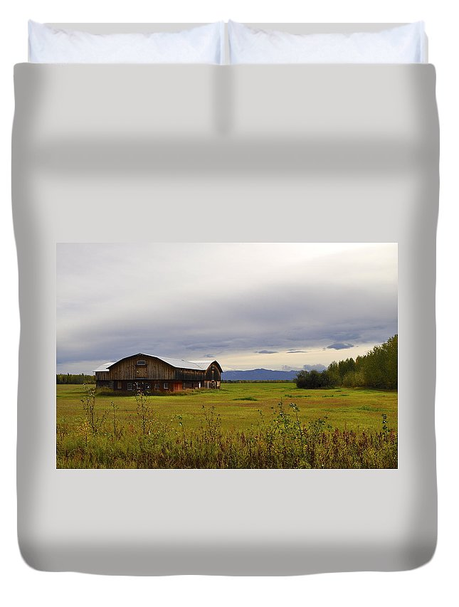 Autumn Duvet Cover featuring the photograph Autumn Barn by Cathy Mahnke