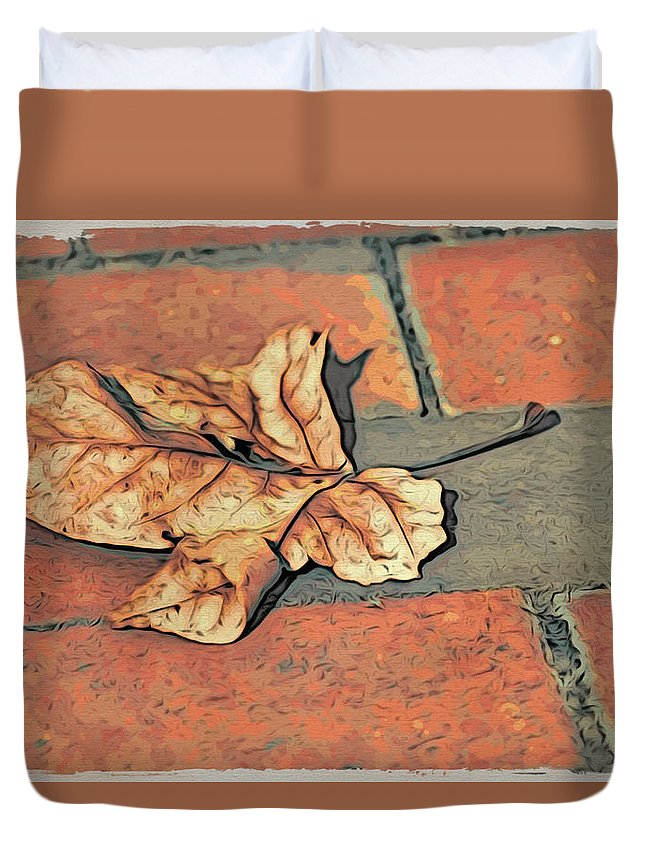 Leaf Duvet Cover featuring the photograph Autumn Leaf by Alice Gipson