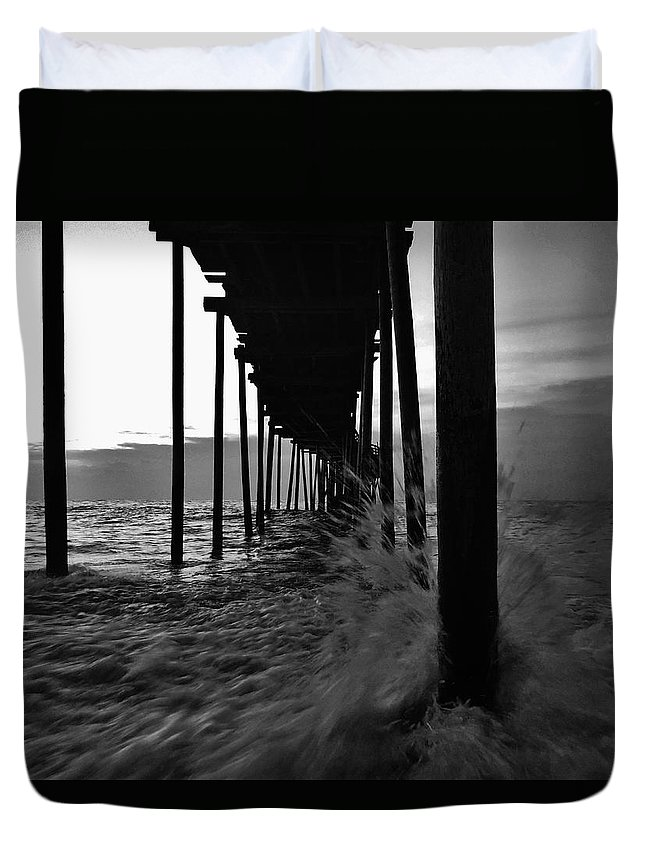 Outer Banks North Carolina Obx Ocean Waves Wooden Pier Duvet Cover featuring the photograph Avon Pier Bxw 7/29 by Mark Lemmon
