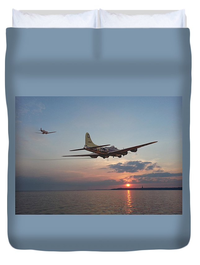Aircraft Duvet Cover featuring the photograph B17 Westward Ho by Pat Speirs