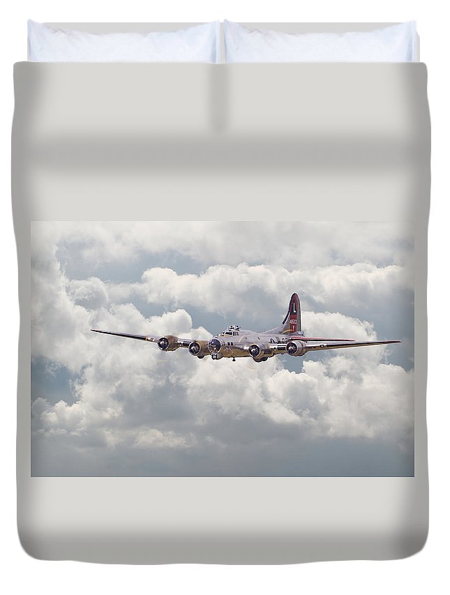 Aircraft Duvet Cover featuring the digital art B17- Yankee Lady by Pat Speirs