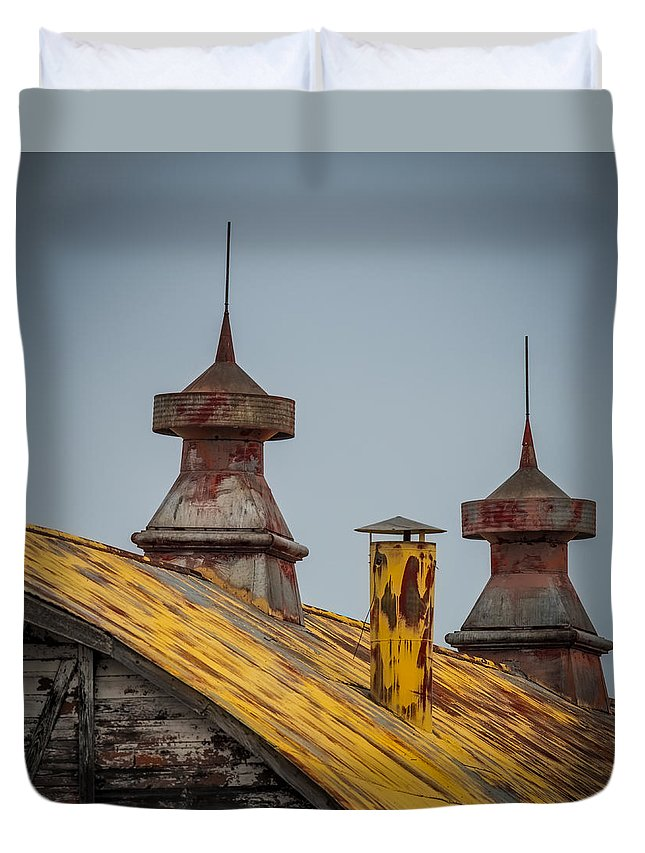 Barn Duvet Cover featuring the photograph Barn Roof In Color by Paul Freidlund