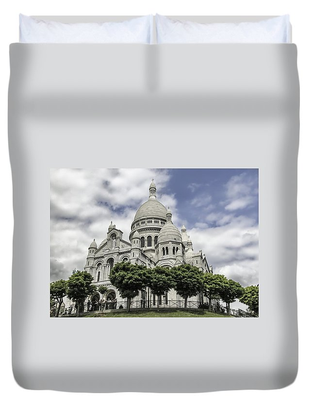 France Duvet Cover featuring the photograph Basilica Of The Sacred Heart Paris France by Alan Toepfer