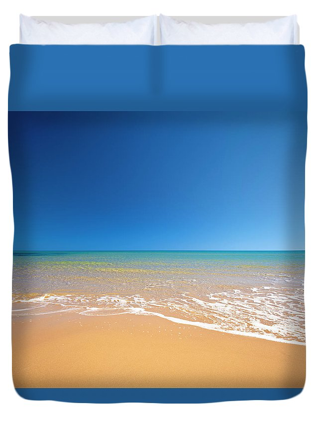 Wind Duvet Cover featuring the photograph Beach by Spooh