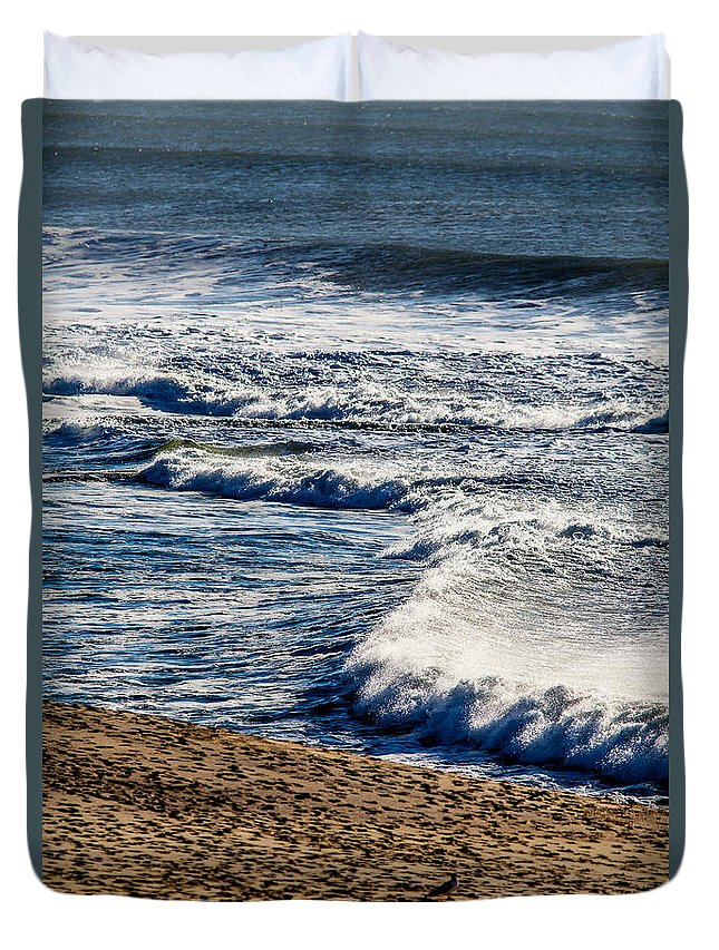 Waves Duvet Cover featuring the photograph Beaches And Birds by Brian Williamson
