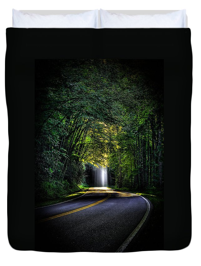 Reid Callaway Beam Me Up Duvet Cover featuring the photograph Beam Me Up Great Smoky Mountains Tennessee Mountains Art by Reid Callaway
