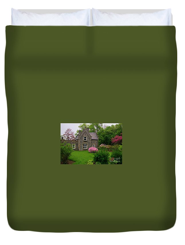 Beautiful Setting Duvet Cover featuring the photograph Beautiful Setting by John Malone