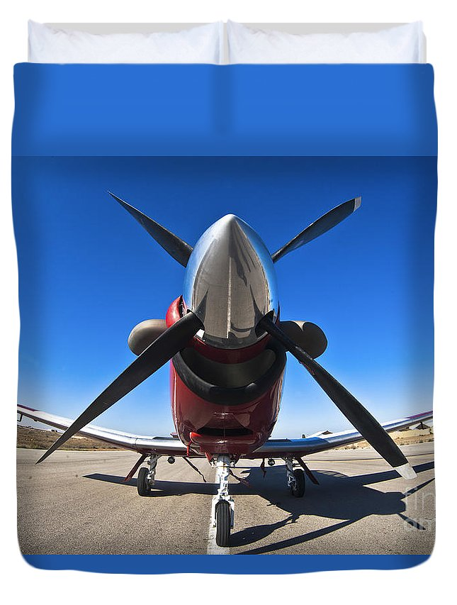 Beechcraft Duvet Cover featuring the photograph Beechcraft T-6a Texan II by Nir Ben-Yosef