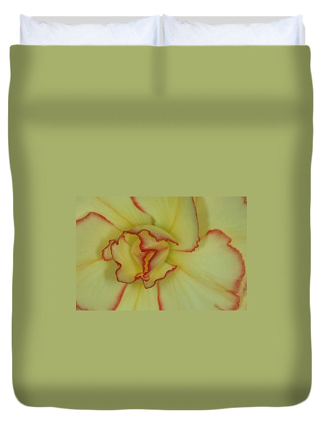 Flower Duvet Cover featuring the photograph Begonia 4 by Andy Shomock