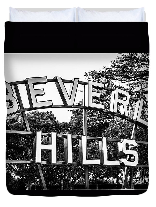 America Duvet Cover featuring the photograph Beverly Hills Sign In Black And White by Paul Velgos