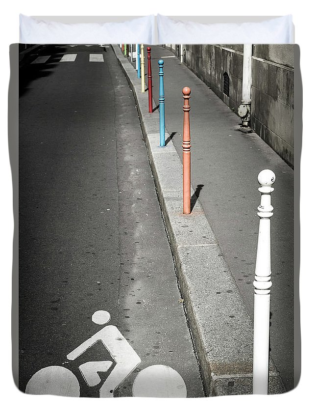 Pole Duvet Cover featuring the photograph Bicycle Symbol In Paris by Carlos Sanchez Pereyra