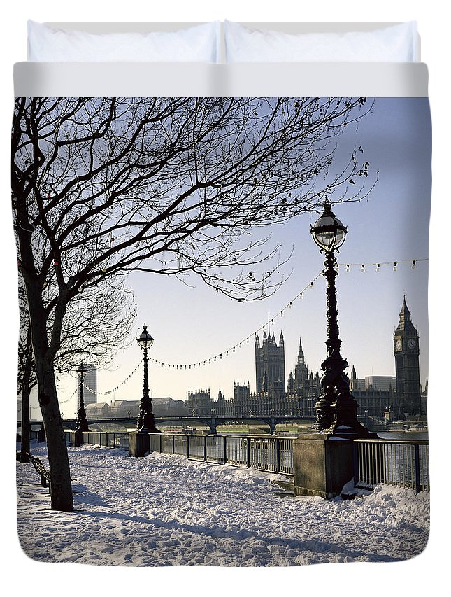 River Thames Duvet Cover featuring the photograph Big Ben Westminster Abbey And Houses Of Parliament In The Snow by Robert Hallmann