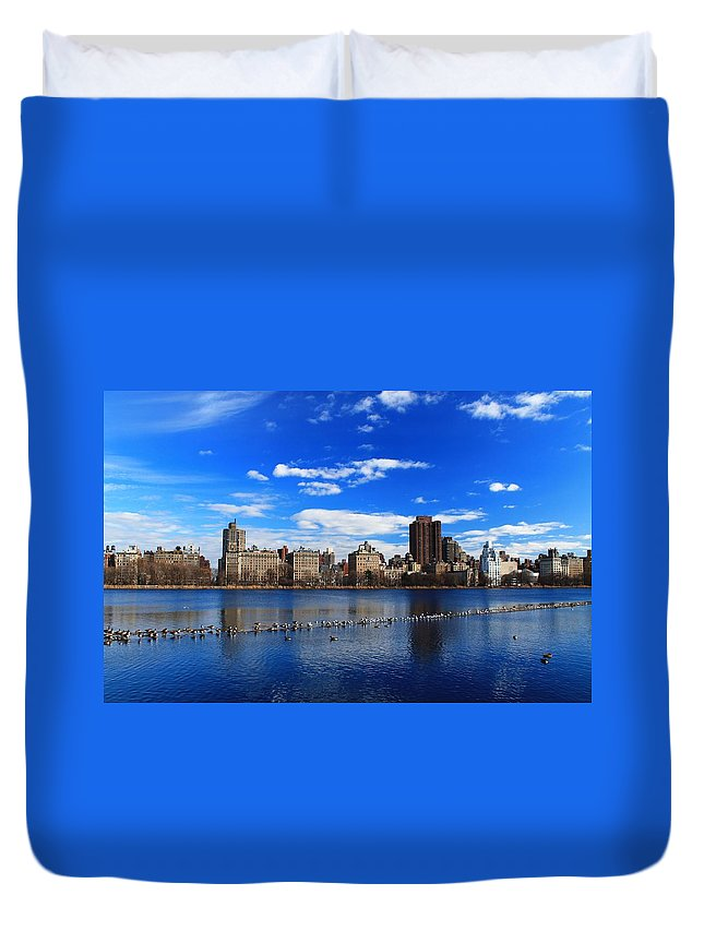 New York City Duvet Cover featuring the photograph Birds In The Reservior by Catie Canetti