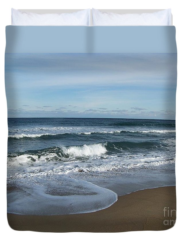 Digital Picture Frame Streaming Duvet Cover featuring the photograph Winter Beach by Eunice Miller
