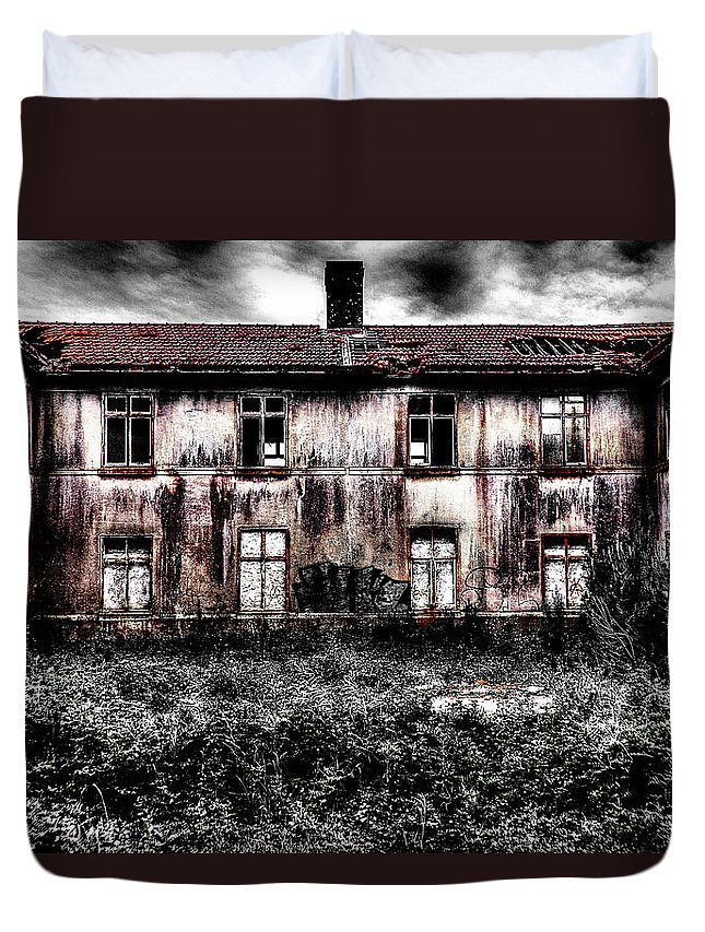 Bleeding House Duvet Cover featuring the photograph Bleeding House by Marco Oliveira