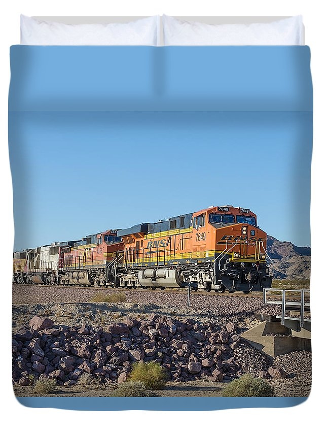 Bnsf Duvet Cover featuring the photograph Bnsf 7649 by Jim Thompson