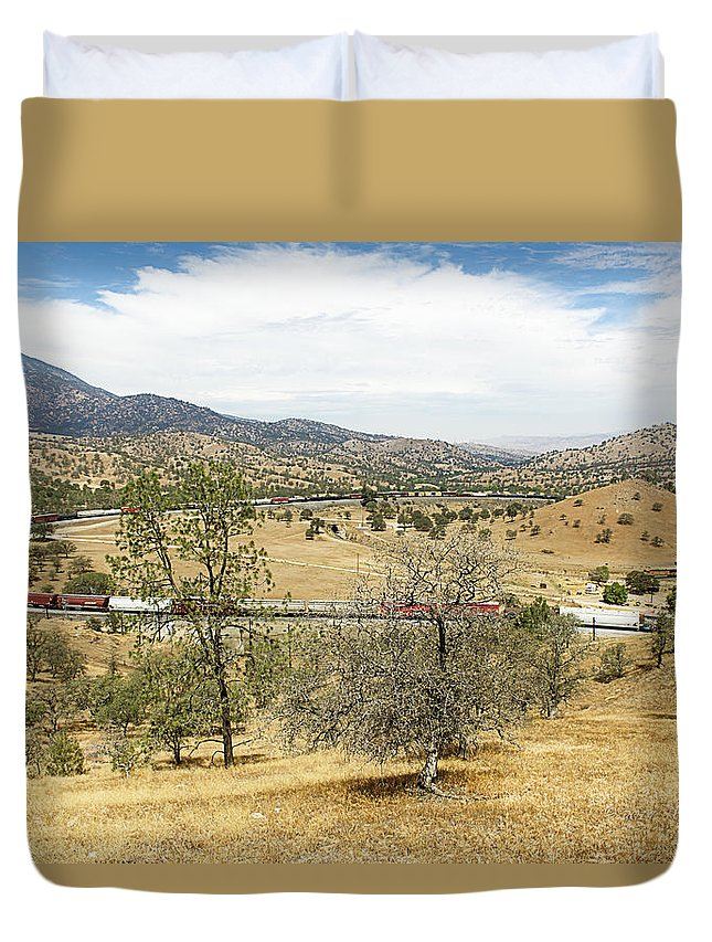 Bnsf Duvet Cover featuring the photograph Bnsf4604 Manifest Westbound In The Tehachipi Loop. by Jim Thompson
