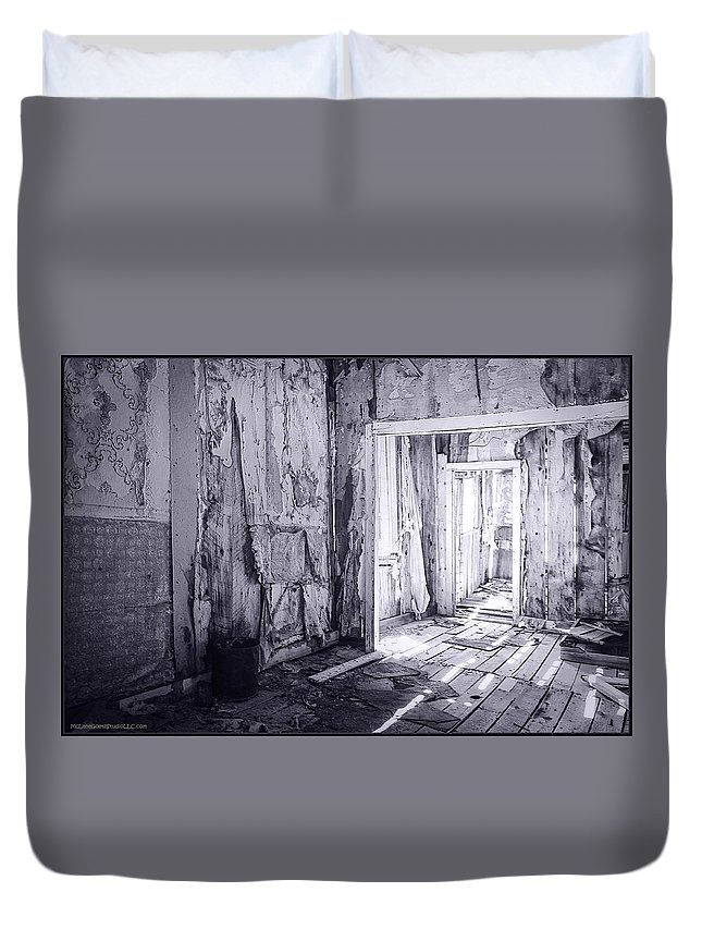 Bodie Duvet Cover featuring the photograph Bodie California In Black And White by LeeAnn McLaneGoetz McLaneGoetzStudioLLCcom