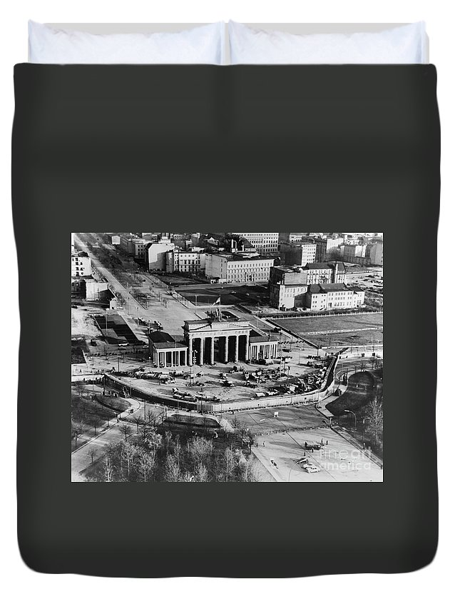 1961 Duvet Cover featuring the photograph Brandenburg Gate by Granger