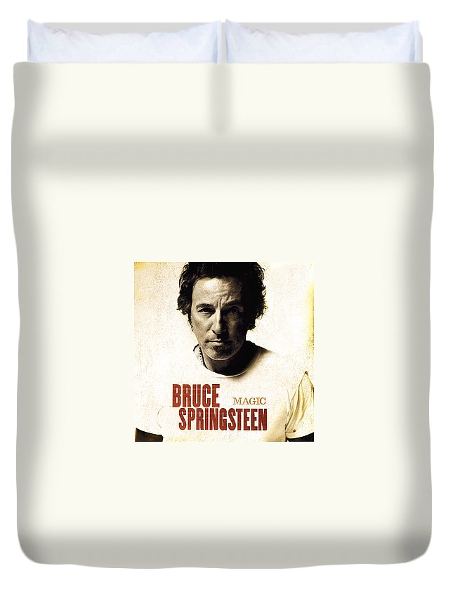 Test Duvet Cover featuring the photograph Bruce by Bruce