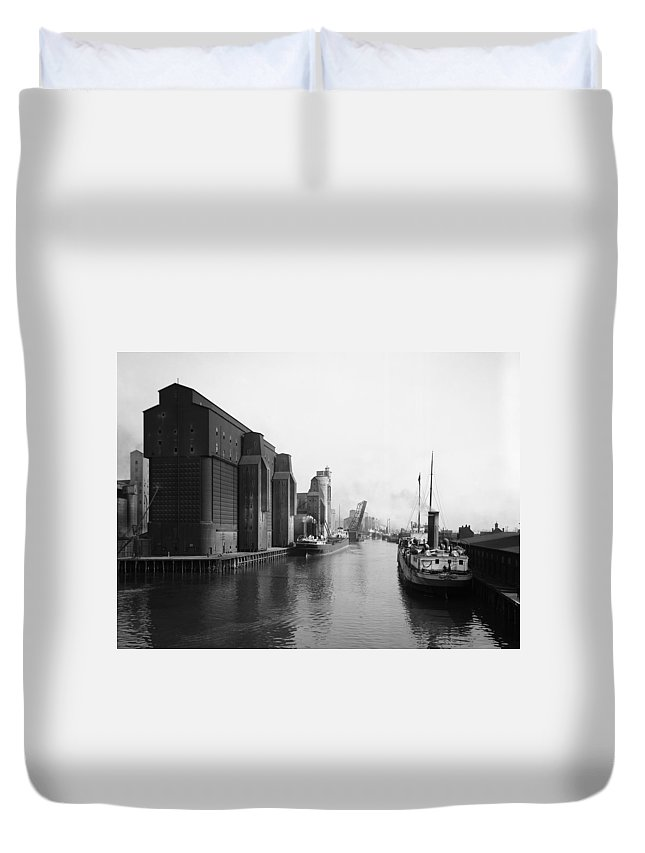 1910 Duvet Cover featuring the photograph Buffalo Canal Harbor by Granger
