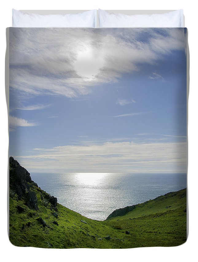 Bunglass Duvet Cover featuring the photograph Bunglass - Donegal Ireland by Bill Cannon