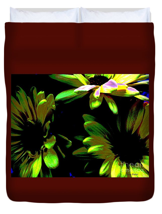Art For The Wall...patzer Photography Duvet Cover featuring the photograph Burst by Greg Patzer