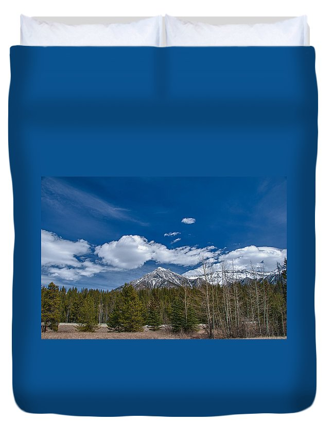 Alberta Duvet Cover featuring the photograph Canadian Rockies 13008 by Guy Whiteley