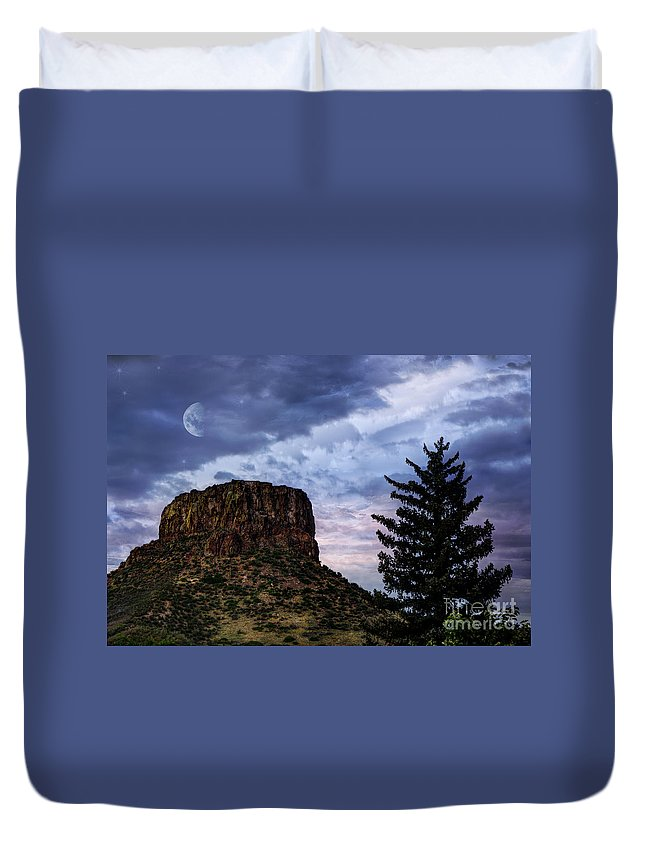 Beauty In Nature Duvet Cover featuring the photograph Castle Rock by Juli Scalzi
