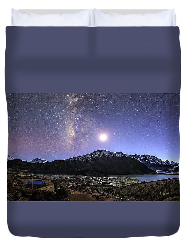 Horizontal Duvet Cover featuring the photograph Celestial Sky With Milky Way Galaxy by Jeff Dai