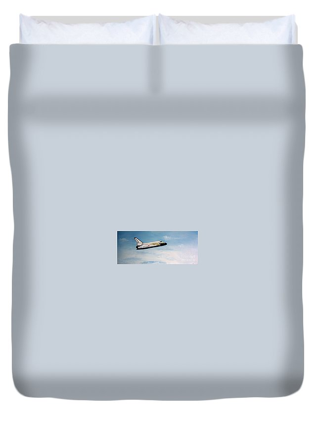 Shuttle Duvet Cover featuring the painting Challenger by Murphy Elliott