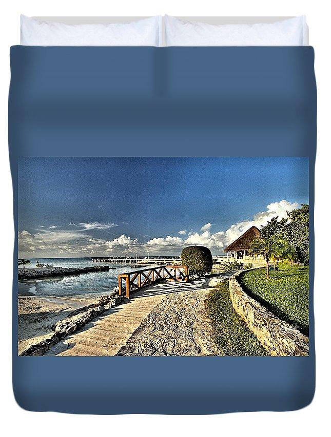 Chankanaab Duvet Cover featuring the photograph Chankanaab Walkway by Adam Jewell