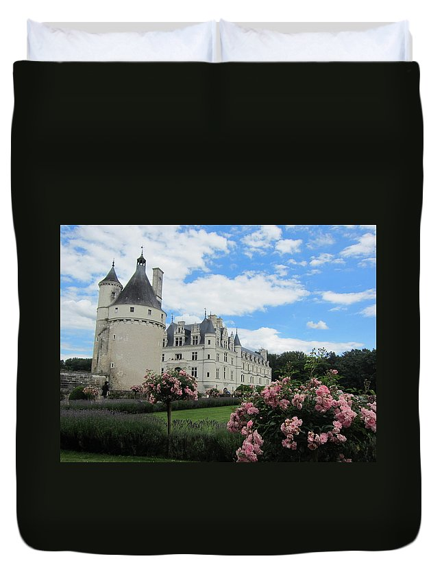 Chateau Duvet Cover featuring the photograph Chateau Chenonceau by Pema Hou