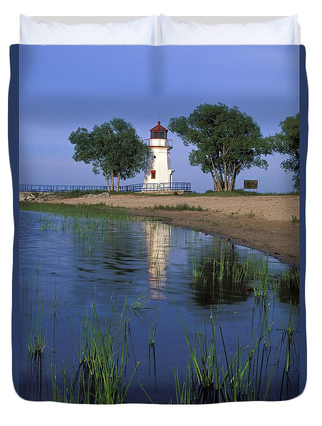 Cheboygan Duvet Cover featuring the photograph Cheboygan Crib Light - Fs000378 by Daniel Dempster