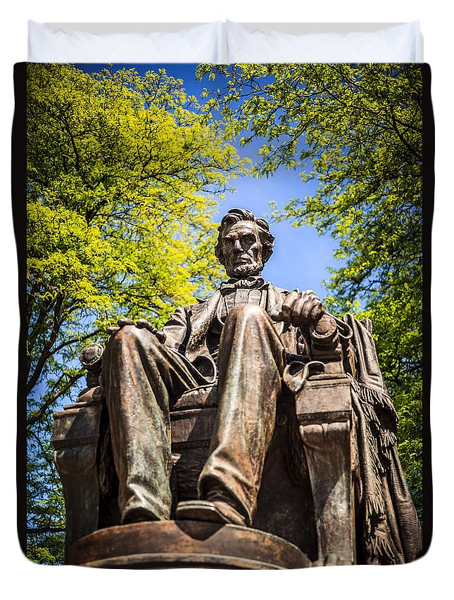 Abraham Duvet Cover featuring the photograph Chicago Abraham Lincoln Sitting Statue by Paul Velgos