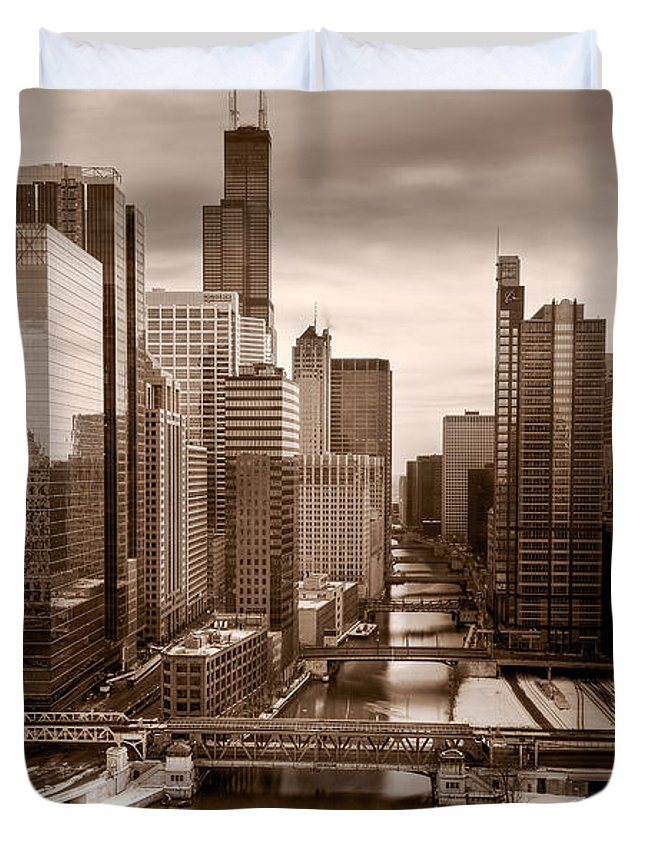 Train Duvet Cover featuring the photograph Chicago City View Afternoon B And W by Steve Gadomski